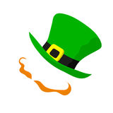 Κύρια σημάδια του εορτασμού - κοκκινομάλλη handlebars και πράσινο καπέλο Στοκ Φωτογραφίες