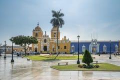 Κύρια τετράγωνο & x28 Plaza de Armas& x29  και καθεδρικός ναός - Trujillo, Περού Στοκ Εικόνες