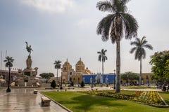 Κύρια τετράγωνο & x28 Plaza de Armas& x29  και καθεδρικός ναός - Trujillo, Περού Στοκ Εικόνα