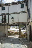 Κύρια τετραγωνική είσοδος εάν κύρια πλατεία Chinchon, Ισπανία Στοκ Φωτογραφίες