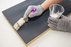 Κύρια χρώματα η επιτροπή με το άσπρο χρώμα Δημιουργήστε το fotofone για τη διαφήμιση από το ξύλο Τονισμός της επιτροπής με το άσπ στοκ φωτογραφία με δικαίωμα ελεύθερης χρήσης