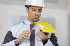 Κύριος γυψαδόρος με spatula Στοκ φωτογραφία με δικαίωμα ελεύθερης χρήσης