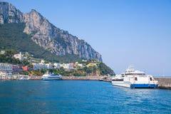 Κύριος λιμένας του νησιού Capri, Ιταλία Πορθμεία επιβατών Στοκ εικόνες με δικαίωμα ελεύθερης χρήσης