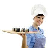 κύριος μάγειρας που κρατά τα όμορφα σούσια Στοκ εικόνες με δικαίωμα ελεύθερης χρήσης