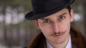 Κύριος σε ένα καπέλο απόθεμα βίντεο