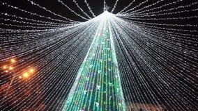 Κύριο δέντρο έτους πόλεων νέο, διακοσμήσεις, φω'τα, γιρλάντες στα Χριστούγεννα απόθεμα βίντεο