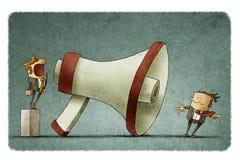 Κύριο να φωνάξει στον επιχειρηματία μέσω μεγάλο megaphone Στοκ Εικόνες
