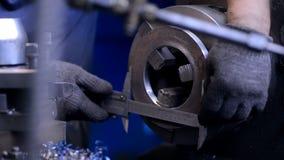 Κύριο στοιχείο ελέγχων χεριών επιθεωρητών μηχανικών τεχνολογίας επάνω απόθεμα βίντεο
