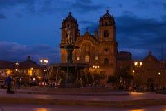Κύριο τετράγωνο με την εκκλησία τή νύχτα σε Cusco, Περού Στοκ Εικόνες