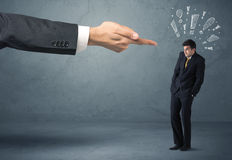 Κύριο χέρι που απολύει τον ένοχο επιχειρηματία Στοκ Εικόνα