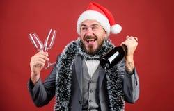 Κύριο tinsel καπέλων santa γιορτάζει το νέα έτος ή τα Χριστούγεννα Ενώστε τον εορτασμό Χριστουγέννων Πρόσκληση γιορτής Χριστουγέν στοκ εικόνα