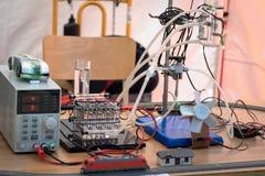 Κύτταρα καυσίμου υδρογόνου που τροφοδοτούν την πρότυπη ατμομηχανή και έναν ανεμιστήρα Στοκ Εικόνα