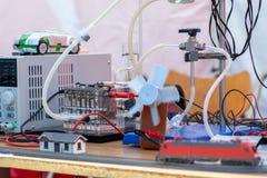 Κύτταρα καυσίμου υδρογόνου που τροφοδοτούν την πρότυπη ατμομηχανή και έναν ανεμιστήρα στοκ φωτογραφία με δικαίωμα ελεύθερης χρήσης