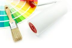 Κύλινδρος βουρτσών και χρωμάτων πέρα από το χρώμα Στοκ Φωτογραφίες