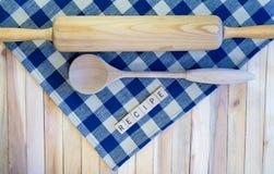 Κύλισμα καρφίτσα-ξύλινο κουτάλι-συνταγή-στον έλεγχο ναυτικού Στοκ Εικόνες