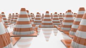 Κώνοι κυκλοφορίας στις σειρές με τα πορτοκαλιά λωρίδες ελεύθερη απεικόνιση δικαιώματος