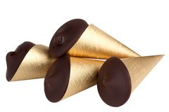 Κώνοι σοκολάτας που απομονώνονται στο άσπρο υπόβαθρο Στοκ Εικόνες