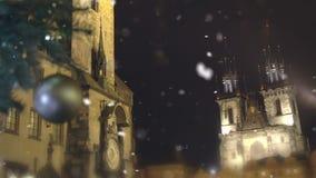Κώνοι του διάσημου αρχαίου Κάστρου της Πράγας που αυξάνεται στο νυχτερινό ουρανό, Δημοκρατία της Τσεχίας απόθεμα βίντεο