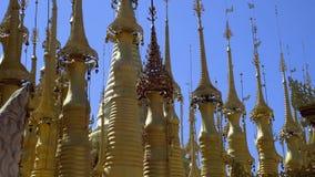 Κώνοι των βιρμανίδων χρυσών παγοδών στο Μιανμάρ φιλμ μικρού μήκους