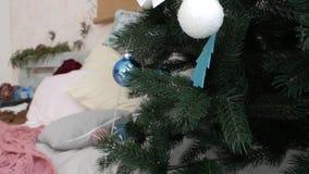 Κώνοι χριστουγεννιάτικων δέντρων διακοσμήσεων Χριστουγέννων απόθεμα βίντεο