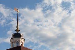 Κώνος του πύργου ναυπηγείων πυροβόλων kazan σύνθετο των κτηρίων Στοκ εικόνα με δικαίωμα ελεύθερης χρήσης