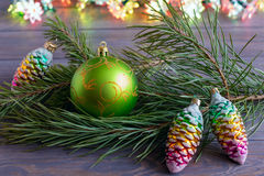 Κλάδος έλατου σφαιρών Χριστουγέννων στοκ φωτογραφίες με δικαίωμα ελεύθερης χρήσης