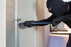 Κλέφτης με έναν φραγμό του σιδήρου Στοκ εικόνες με δικαίωμα ελεύθερης χρήσης