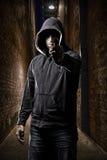 Κλέφτης σε μια σκοτεινή αλέα Στοκ φωτογραφία με δικαίωμα ελεύθερης χρήσης