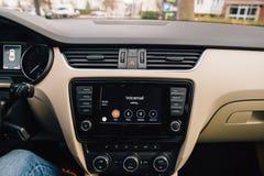 Κλήση φωνητικού ταχυδρομείου στο αυτοκίνητο CarPlay της Apple Στοκ εικόνα με δικαίωμα ελεύθερης χρήσης