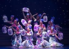 Κλίβανος-κινεζικός λαϊκός χορός φανάρι-πορσελάνης πορσελάνης στοκ εικόνες με δικαίωμα ελεύθερης χρήσης