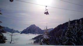 Κλίση και εστιατόριο σκι σε Tarvisio, Ιταλία στοκ φωτογραφία με δικαίωμα ελεύθερης χρήσης