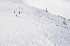 Κλίση σνόουμπορντ και σκι στοκ εικόνες