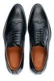 Κλασικά αρσενικά μαύρα παπούτσια δέρματος που απομονώνονται σε ένα λευκό Στοκ φωτογραφία με δικαίωμα ελεύθερης χρήσης