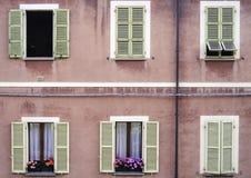 Κλασικά ιταλικά παράθυρα Στοκ φωτογραφία με δικαίωμα ελεύθερης χρήσης