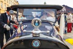 Κλασικά παλαιά αυτοκίνητα στη συνάθροιση των εκλεκτής ποιότητας αυτοκινήτων στην Κρακοβία, Πολωνία Στοκ φωτογραφίες με δικαίωμα ελεύθερης χρήσης