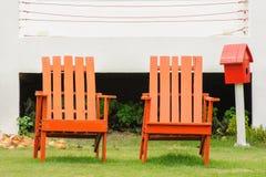 Κλασικές καρέκλες στον κήπο. Στοκ φωτογραφία με δικαίωμα ελεύθερης χρήσης
