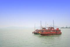 Κλασικές να περιοδεύσει του Βιετνάμ - κόλπων Halong βάρκες Στοκ εικόνες με δικαίωμα ελεύθερης χρήσης
