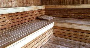 Κλασικές φινλανδικές ξύλινες εσωτερικές χαλαρώνοντας υγεία και ευημερία σαουνών Στοκ εικόνα με δικαίωμα ελεύθερης χρήσης
