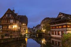 Κλασική άποψη στη λεπτοκαμωμένη Γαλλία, Στρασβούργο στο σούρουπο Στοκ εικόνες με δικαίωμα ελεύθερης χρήσης