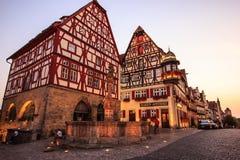 Κλασική άποψη λυκόφατος καρτών της μεσαιωνικής παλαιάς πόλης Rothenburg ob der Tauber, Βαυαρία, Γερμανία Στοκ φωτογραφίες με δικαίωμα ελεύθερης χρήσης