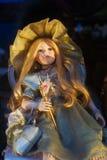 Κλασική κούκλα ομορφιάς στο φόρεμα πολυτέλειας Στοκ Εικόνα