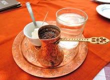 Κλασικός μαύρος τουρκικός καφές με την ξινή ζελατίνα Στοκ εικόνα με δικαίωμα ελεύθερης χρήσης
