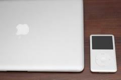 Κλασικός 160 ΜΒ IPod στο macbook Στοκ Εικόνες