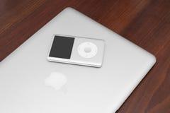 Κλασικός 160 ΜΒ IPod στο macbook Στοκ φωτογραφίες με δικαίωμα ελεύθερης χρήσης