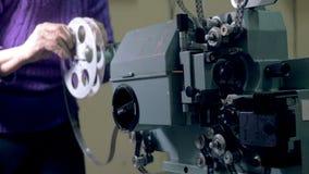 Κλασικός μηχανικός προβολέας ταινιών που ρυθμίζεται απόθεμα βίντεο