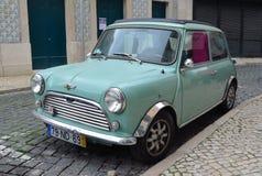Κλασικό ανοικτό μπλε μίνι αυτοκίνητο του Ώστιν Στοκ Εικόνες
