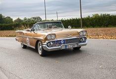 Κλασικό αυτοκίνητο Chevrolet Impala μετατρέψιμο (1958) Στοκ φωτογραφία με δικαίωμα ελεύθερης χρήσης
