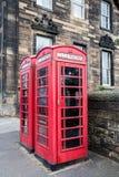 Κλασικό κόκκινο βρετανικό τηλεφωνικό κιβώτιο στο Εδιμβούργο Στοκ Φωτογραφίες