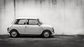 Κλασικό μίνι αυτοκίνητο Στοκ φωτογραφία με δικαίωμα ελεύθερης χρήσης