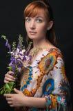 Κλασικό πορτρέτο γυναικών με τα λουλούδια Στοκ φωτογραφίες με δικαίωμα ελεύθερης χρήσης